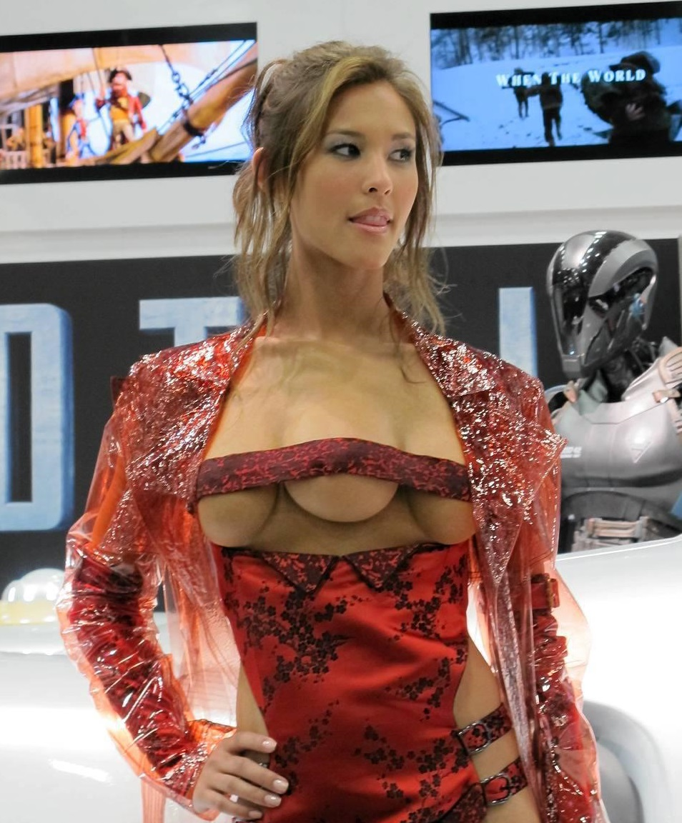 Женщина с тремя грудями