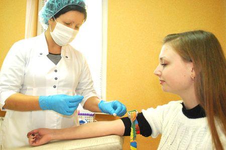 Анализ крови помогает определить количественные показатели гормонов щитовидки