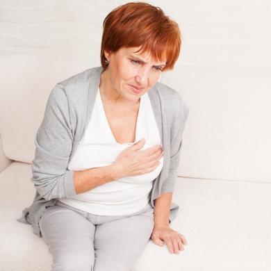 При климаксе появляются боли в груди