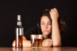 Алкоголь провоцирует нарушения в работе щитовидной железы