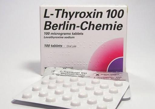 Лечение увеличенной щитовидки заключается в приеме аналогов гормона тироксина