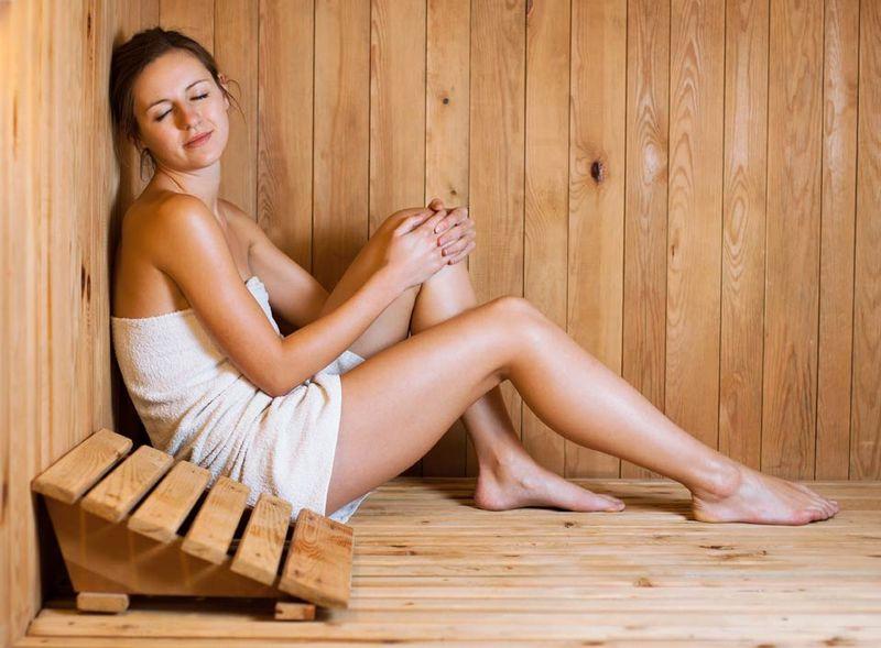 Врачи разделились во мнениях относительно целесообразности посещения бани при грудном вскармливании