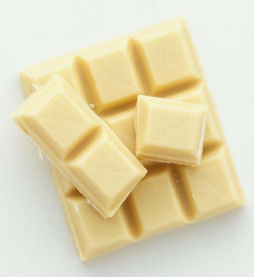 Кормящей маме лучше отдавать предпочтение белому шоколаду