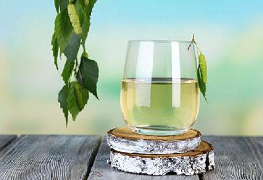 Смешивание березового сока с корнем солодки помогает нормализовать гормональный фон