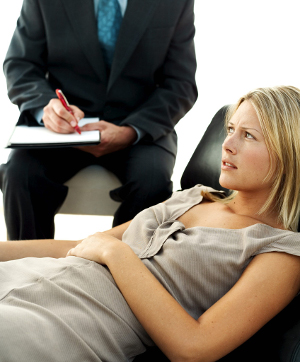 Важную роль в терапии играет беседа с психологом