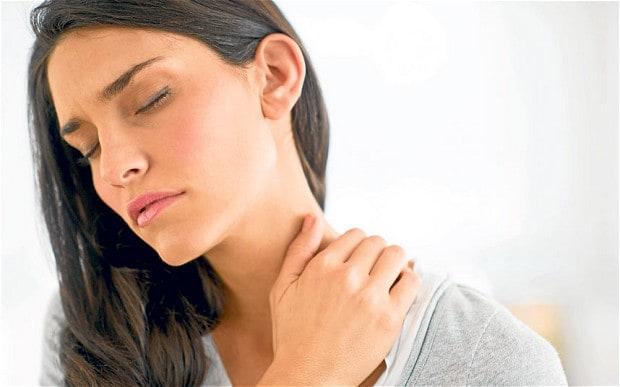 Пациенты ощущают сильную боль при повороте головы