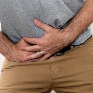Простуженная простата вызывает появление боли в паху и промежности