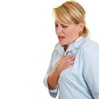 Что вызывает боль в груди и тошноту