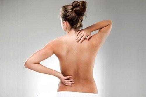В период инволюции у женщины появляются тянущие боли в спине