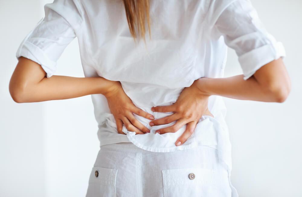При наличии сильных болей в спине необходимо рассмотреть решение о завершении лактации