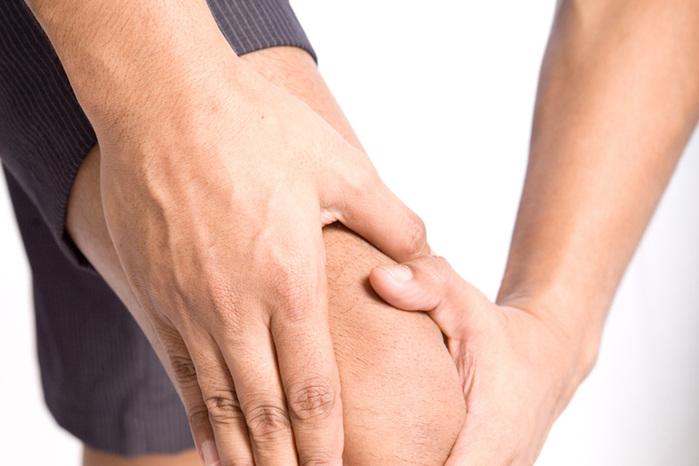 Боли в суставах появляются при недостаточной выработке гормонов