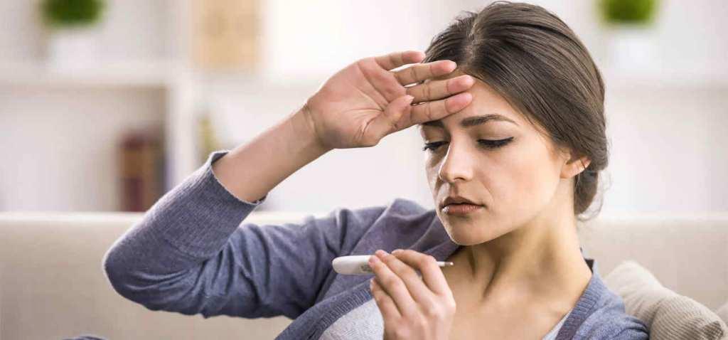 При гипертиреозе бросает в жар и увеличивается потоотделение