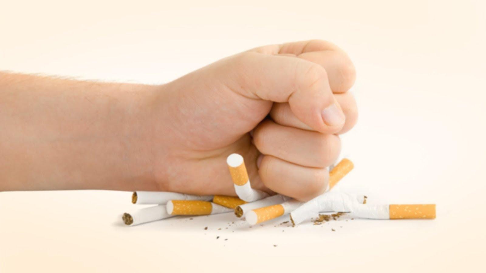 Женщина должна постараться бросить курить на период грудного вскармливания