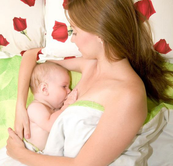 Чтобы увеличить количество молока, необходимо чаще прикладывать к груди