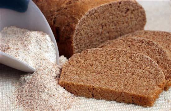 Черный хлеб разрешено включать в рацион при лактации