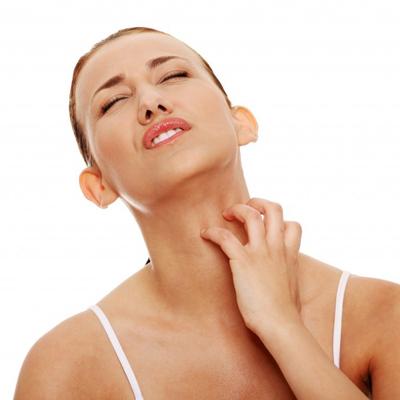 Сильный зуд в области шеи требует обращения за консультацией к врачу