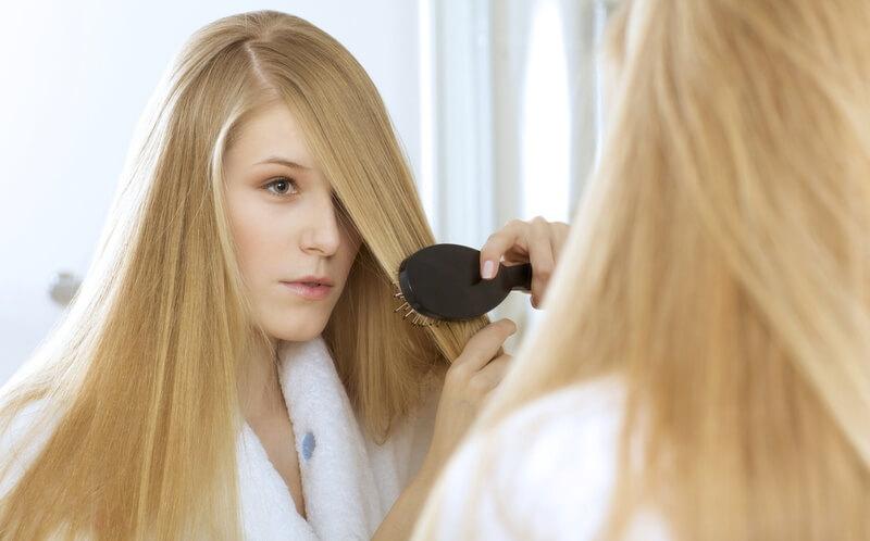 Волосы у блондинки часто темнеют после родов