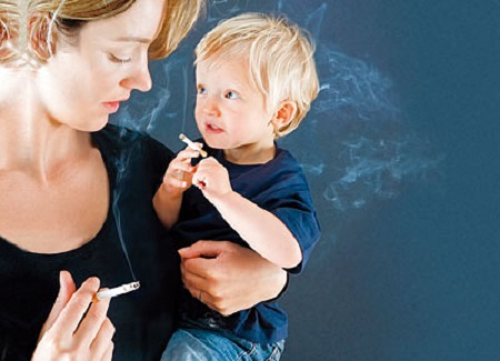 Дети курящих матерей рано начинают курить