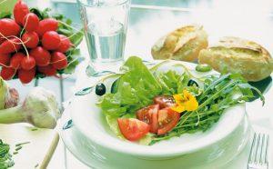 Для устранения отеков требуется специальная диета