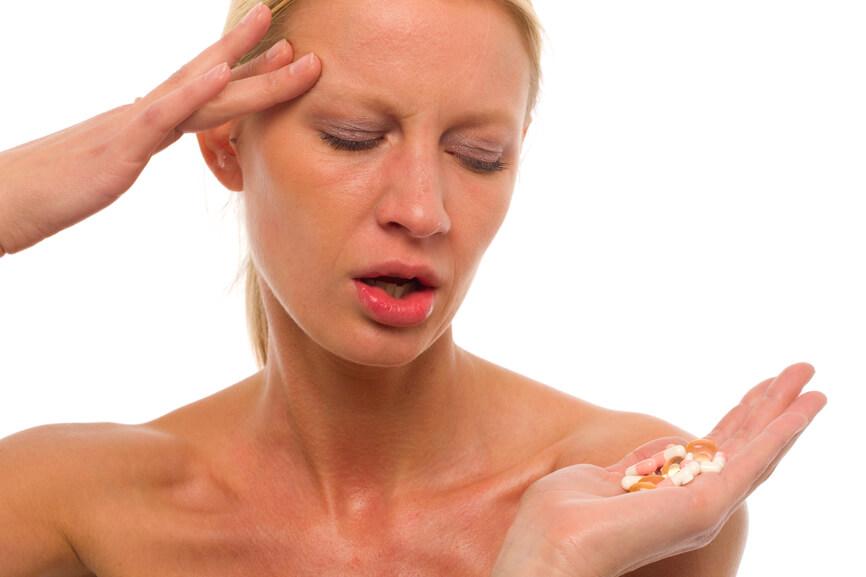Скрытый гипотиреоз может появиться в результате длительного приема гормонов