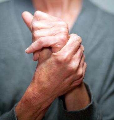 Дрожание рук вызывается изменением количества вырабатываемого кальцитоцина