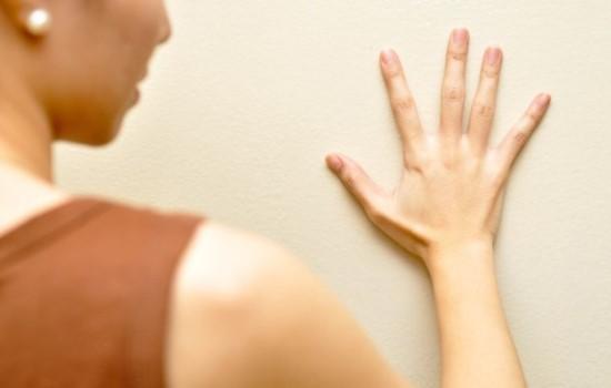 Характерным симптомом гипертиреоза является дрожание рук