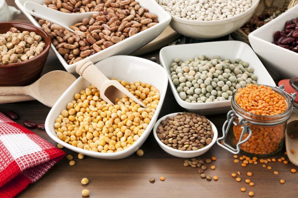 Большую пользу для здоровья приносят фасоль и орехи