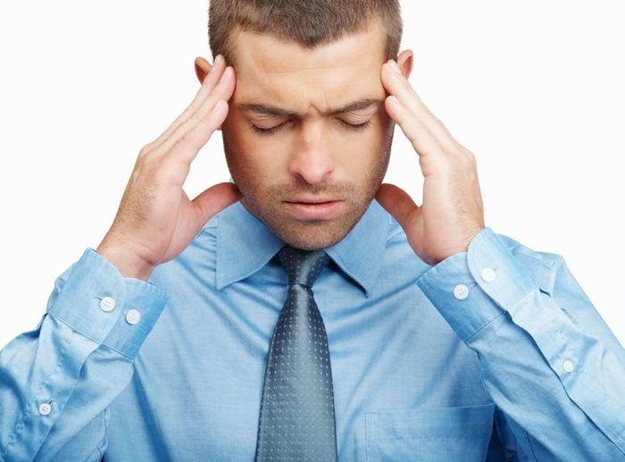 На стадии тиреотоксикоза беспокоят регулярные головные боли