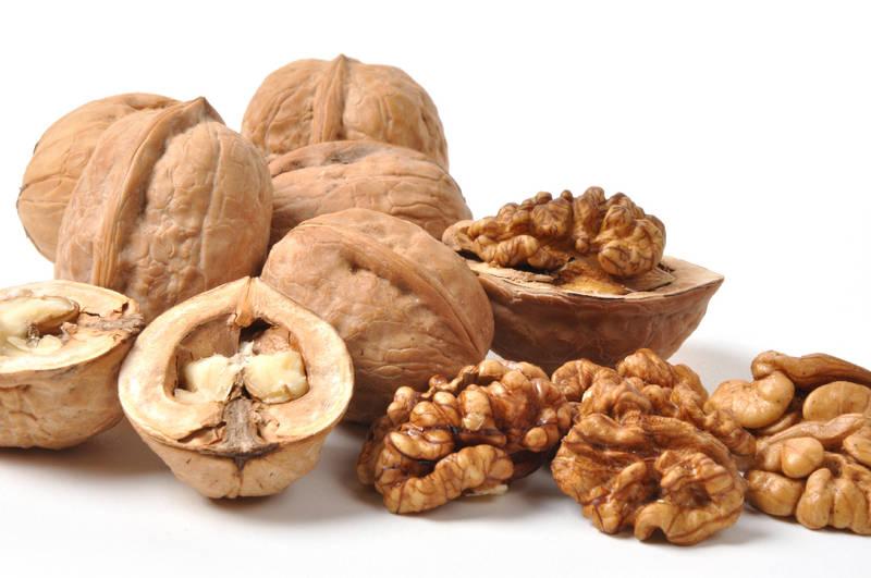 Грецкие орехи в рационе помогут увеличить жирность молока