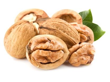 Грецкий орех полезно употреблять для профилактики заболеваний щитовидной железы