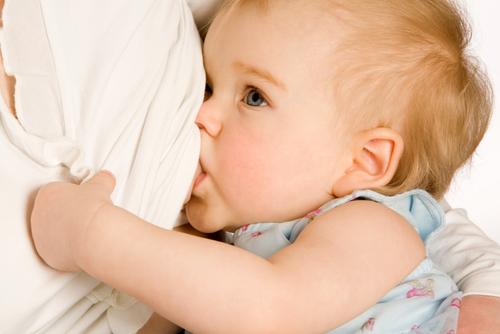 Грудное молоко способствует нормальному росту и развитию ребенка