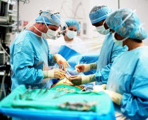 Лечение токсического зоба может проводиться хирургическим путем