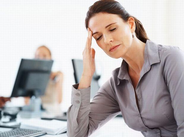 При нарушениях в работе щитовидки появляется хроническая усталость