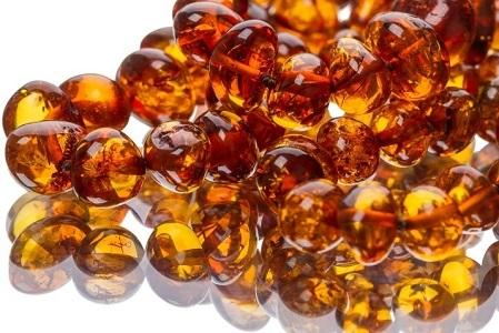 Ношение янтарных бус способствует более выраженному терапевтическому эффекту при лечении заболеваний щитовидки