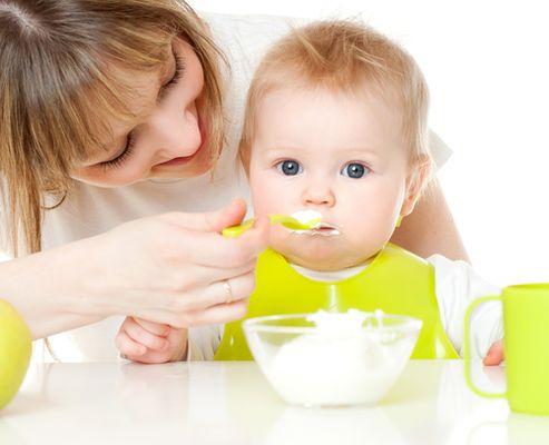 Необходимо сокращать промежутки между кормлениями, заменяя их прикормом