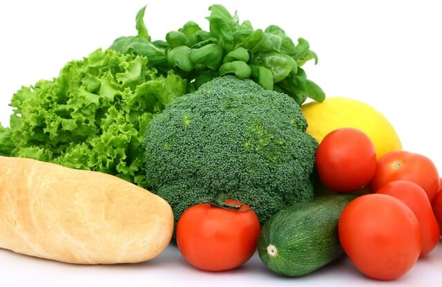 Питание кормящей мамы должно содержать максимальное количество полезных веществ, чтобы покрывать потребности двоих