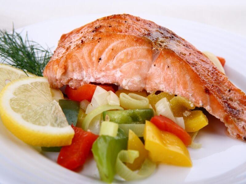 Питание кормящей мамы должно быть сбалансированным и калорийным