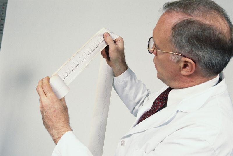 Кардиолог назначает анализы на гормоны при нарушениях сердечной системы