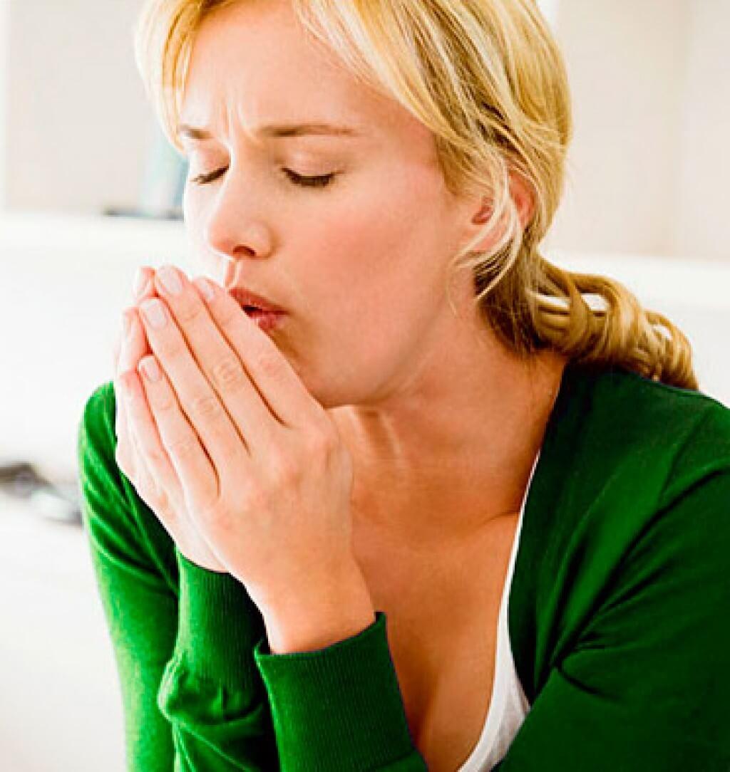 Кашель возникает от сдавливания трахеи вследствие увеличения щитовидки