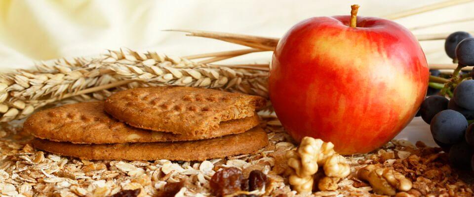 Необходимо употреблять в пищу продукты с высоким содержанием клетчатки