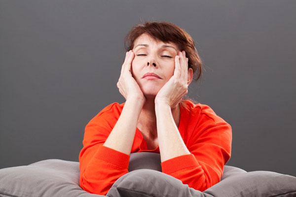 Ранний или слишком поздний климакс - одна из вероятных причин развития мастопатии