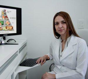Эндокринолог занимается лечением заболеваний, связанных с нарушением обмена веществ