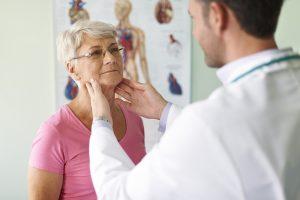 Необходимость удаления долей щитовидной железы определяет врач после консультации