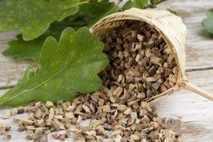 Настой коры дуба используется для лечения щитовидки