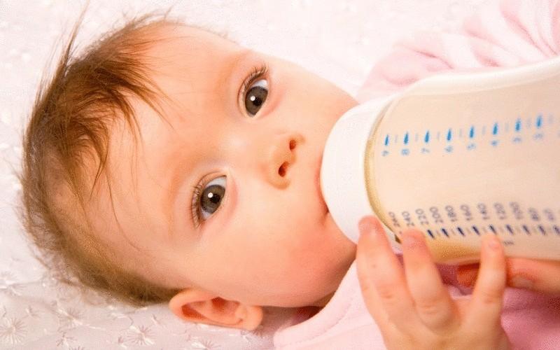 При появлении признаков аллергии несколько приемов пищи можно заменить смесью