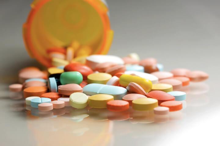 Лекарства всасываются в молоко, их выбор необходимо делать с осторожностью