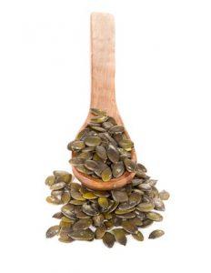 Для лечения простатита тыквенные семечки нужно запивать теплой водой с медом