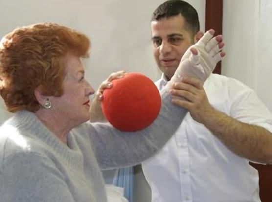 Важно проводить лечебный массаж