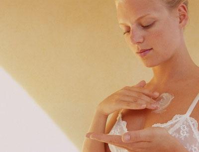 В домашних условиях можно выполнять массаж груди с кремом