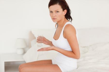 По показаниям могут использоваться гормональные таблетки